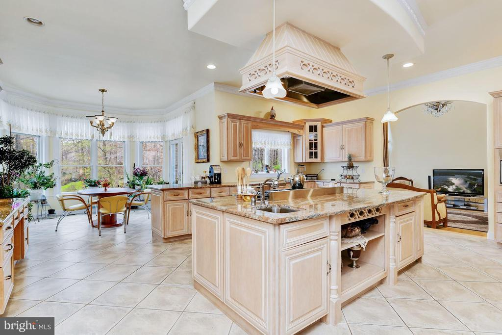 Eat-in Gourmet Kitchen - 11536 MANORSTONE LN, COLUMBIA