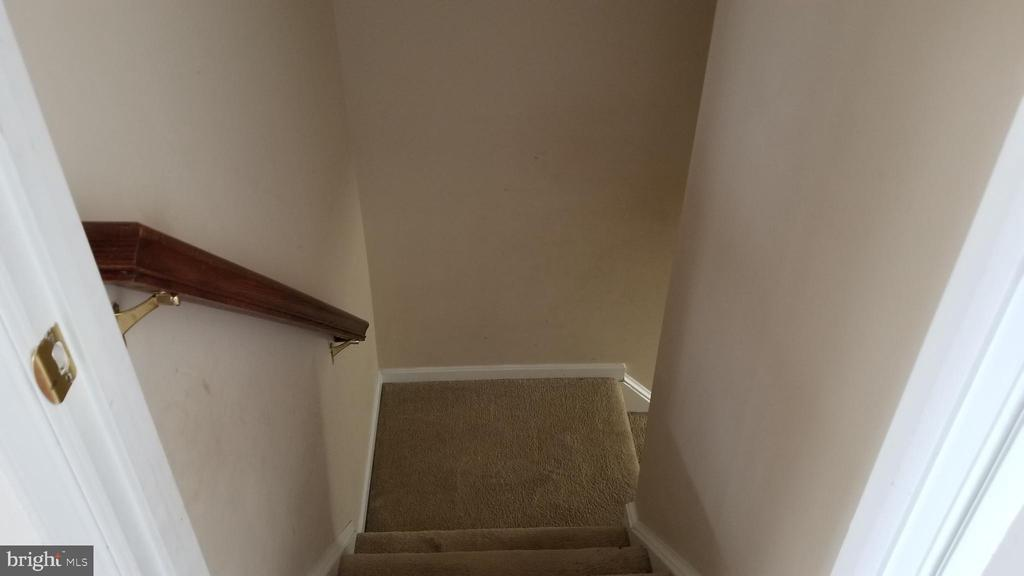 picture of lower stair case. - 30 BISMARK DR, STAFFORD
