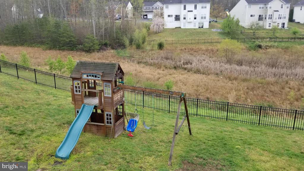 play house in back yard - 30 BISMARK DR, STAFFORD