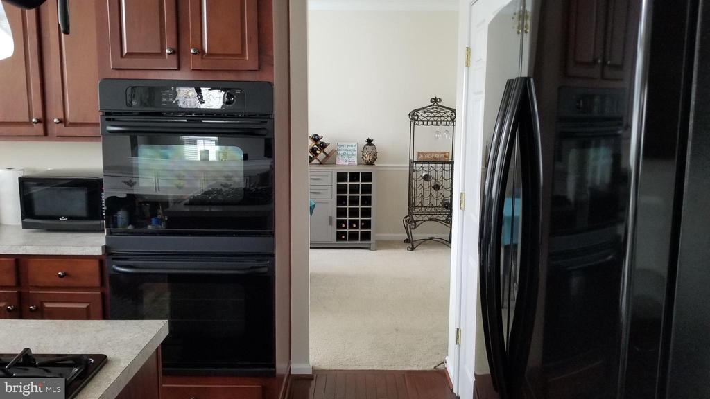 Double oven - 30 BISMARK DR, STAFFORD