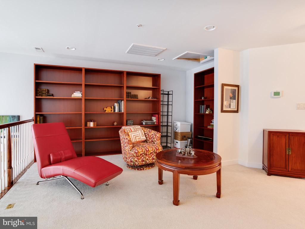 Loft with Built-in Bookcases - 8709 WARM WAVES WAY #3, COLUMBIA