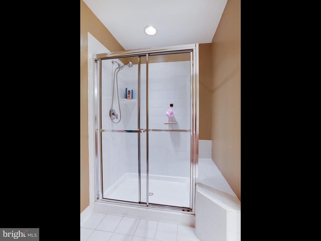 Upstairs Owners Suite Bath - 8709 WARM WAVES WAY #3, COLUMBIA