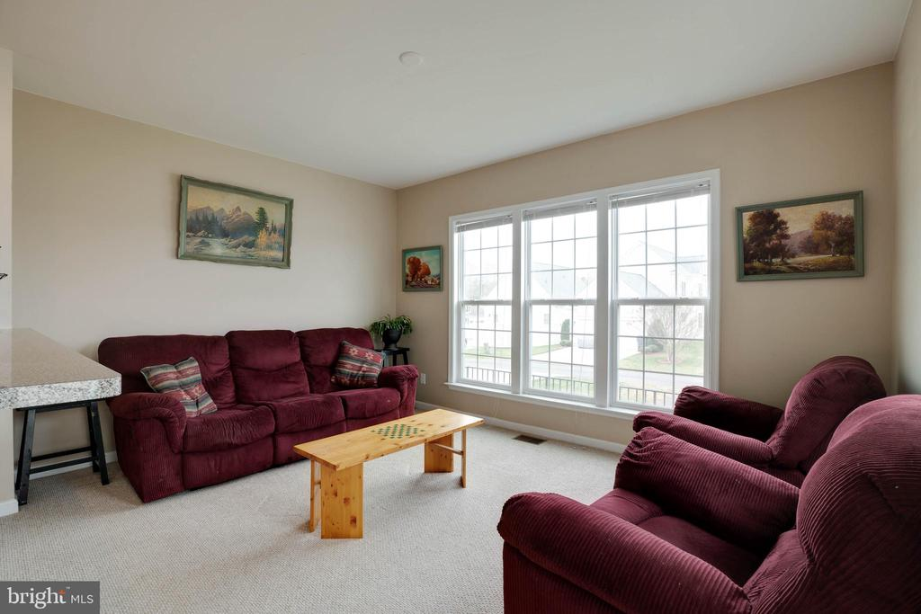 Lovely family room just off the kitchen - 7127 AZALEA DR, RUTHER GLEN