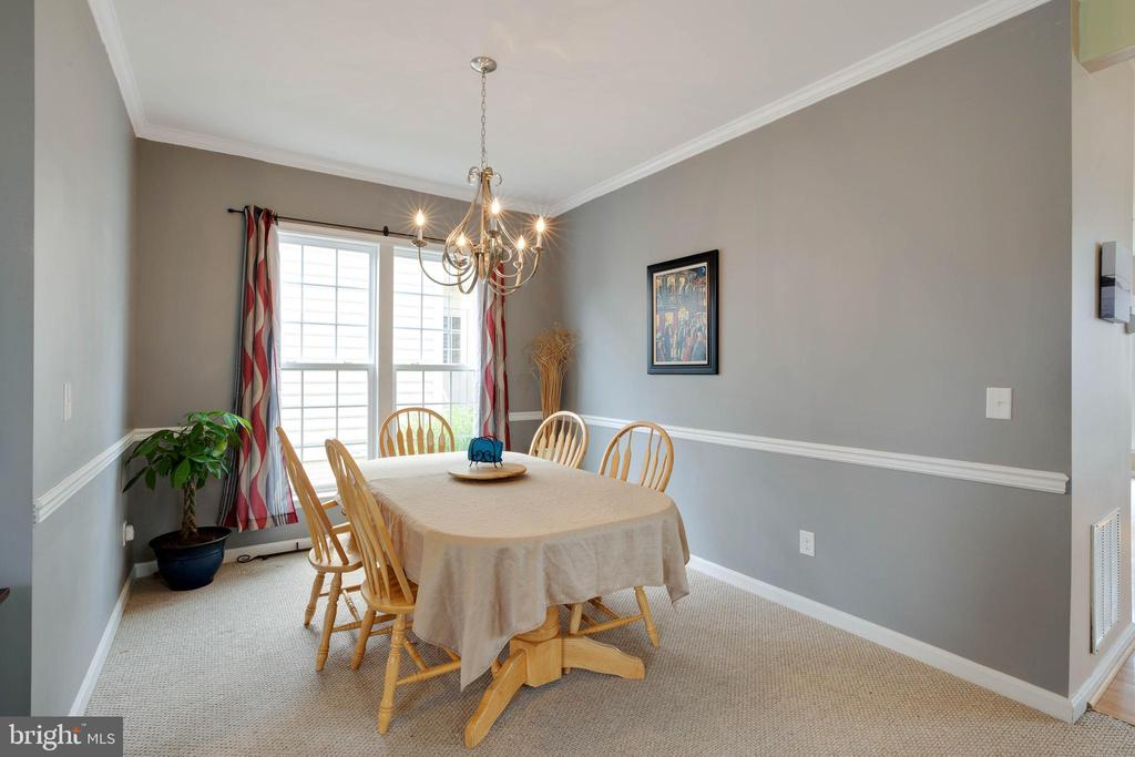 Separate dining room with chair railing - 7127 AZALEA DR, RUTHER GLEN