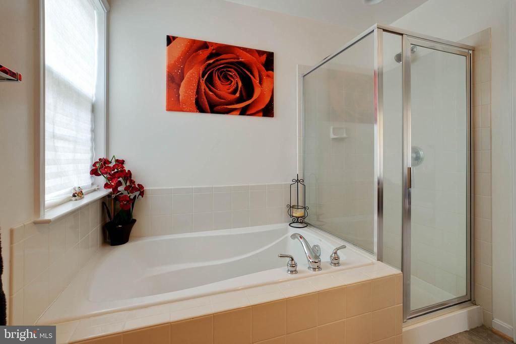 Master bath with soaking tub and separate shower - 7127 AZALEA DR, RUTHER GLEN