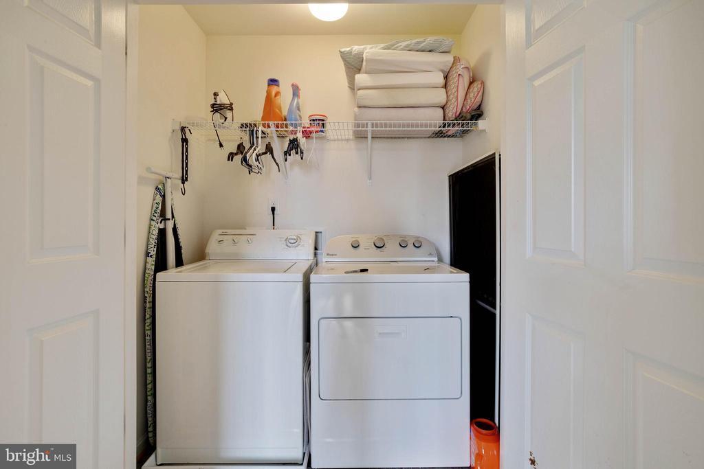 Bedroom level laundry area - 7127 AZALEA DR, RUTHER GLEN