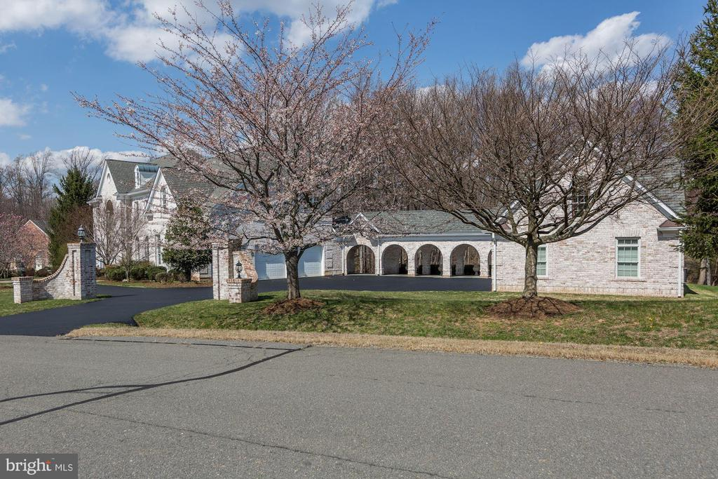 Gated Breezeway to Second 3 Car Garage - 11308 HEARTH CT, GREAT FALLS