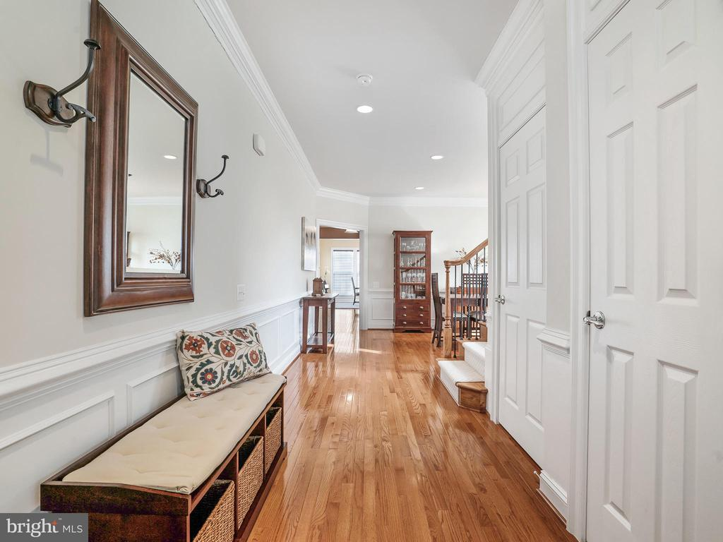 Gleaming Hardwood Floor - 42612 WILLOW BEND DR, BRAMBLETON