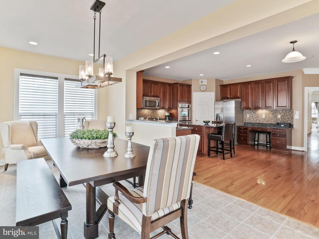 Perfect for Entertaining - 42612 WILLOW BEND DR, BRAMBLETON