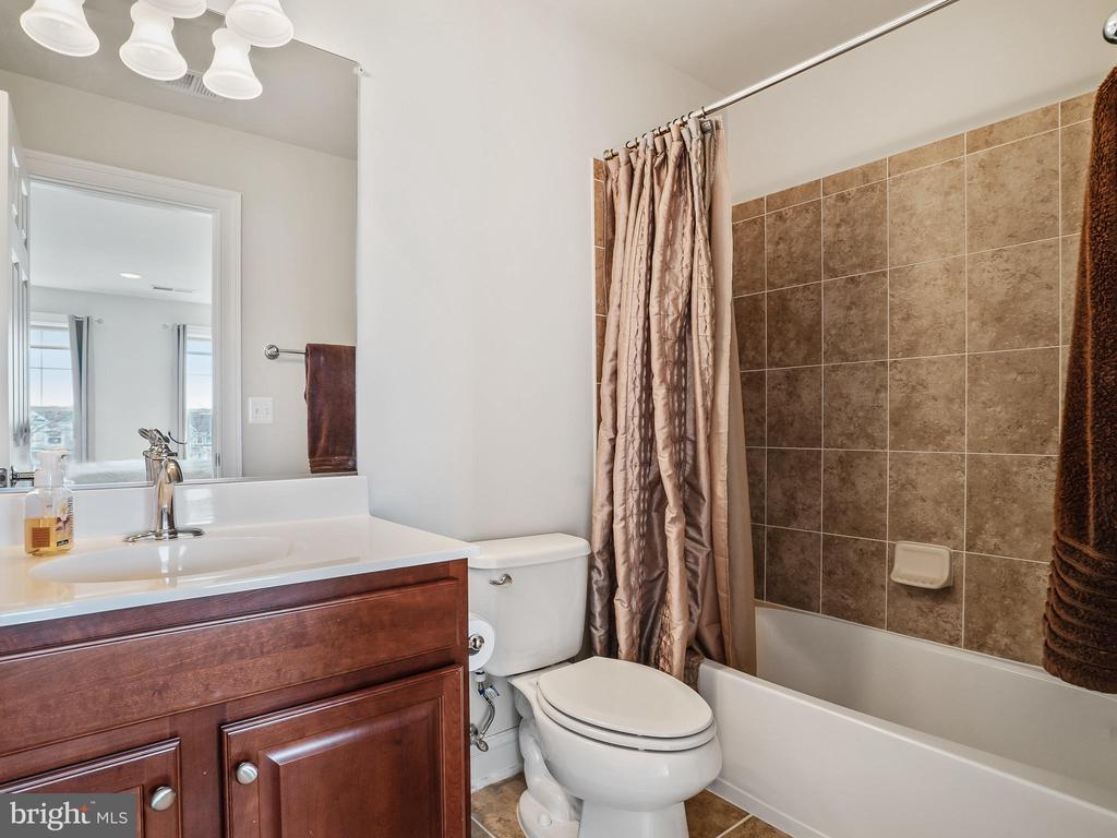 Princess suite bth - 42612 WILLOW BEND DR, BRAMBLETON