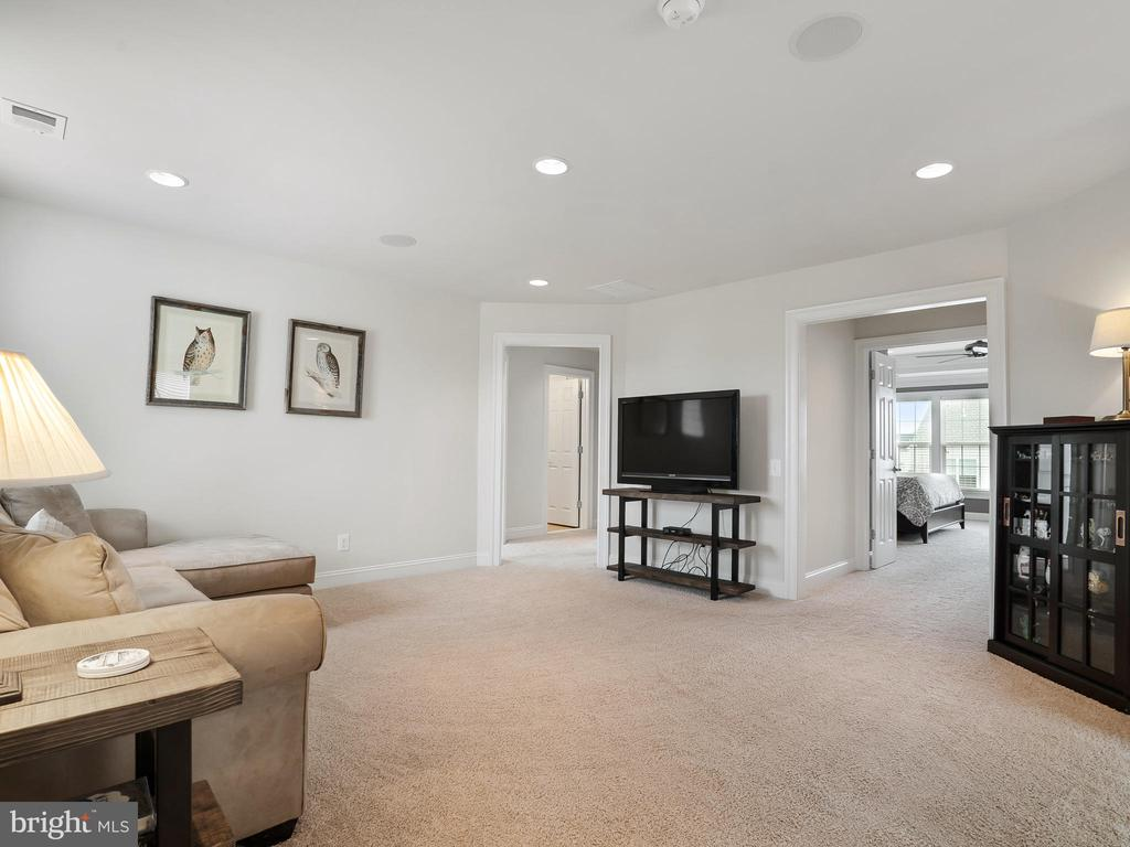 Large loft space - 42612 WILLOW BEND DR, BRAMBLETON