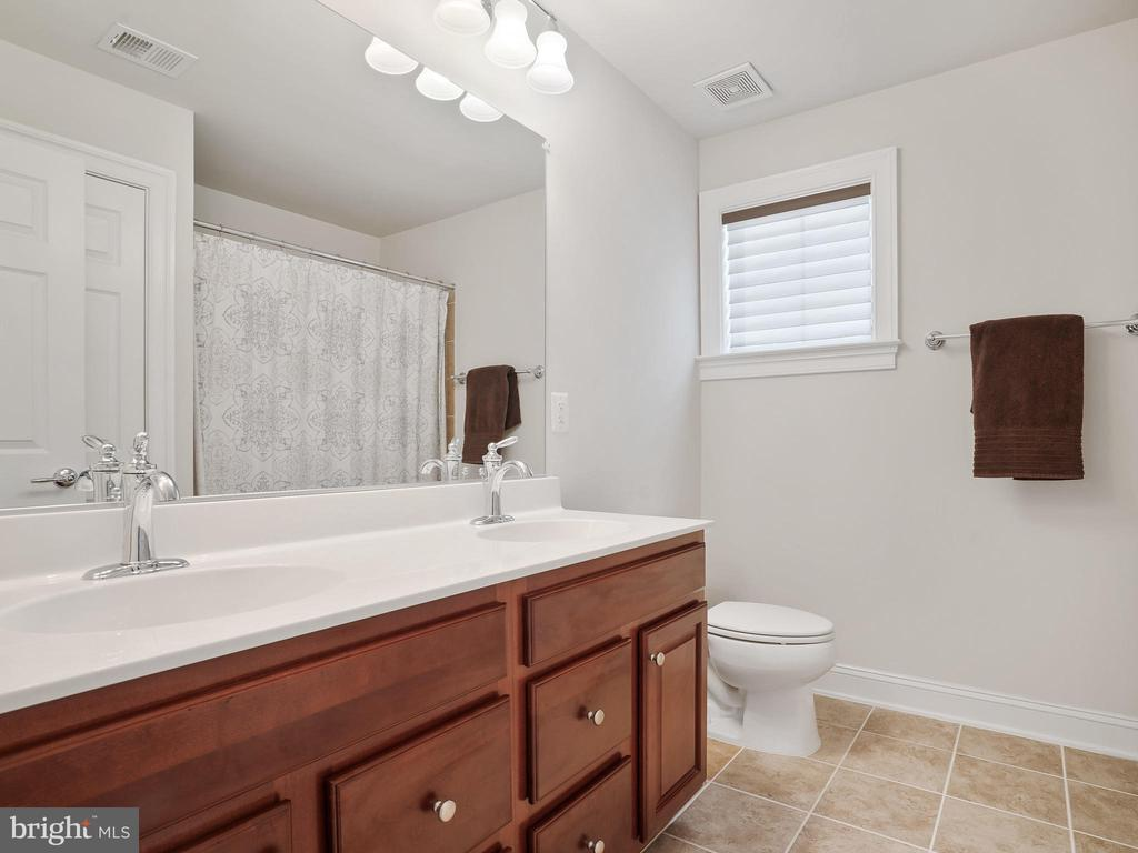 Daul Sinks - 42612 WILLOW BEND DR, BRAMBLETON