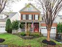 Classic southern charm: red door, private porch - 21528 INMAN PARK PL, ASHBURN