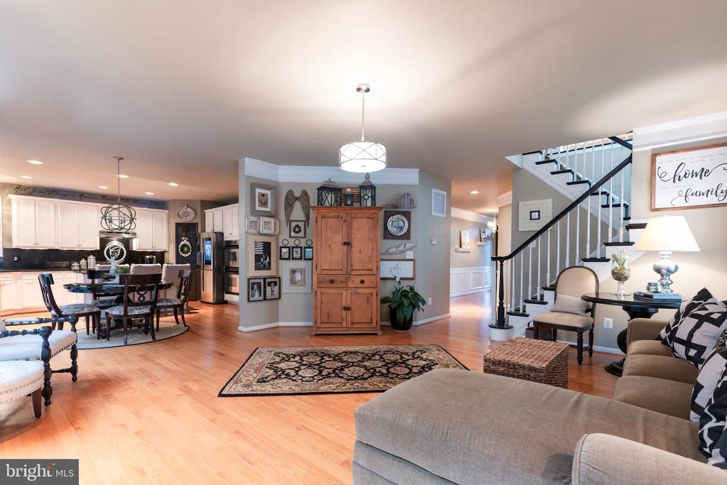 Open concept with seamless finishes - 21528 INMAN PARK PL, ASHBURN