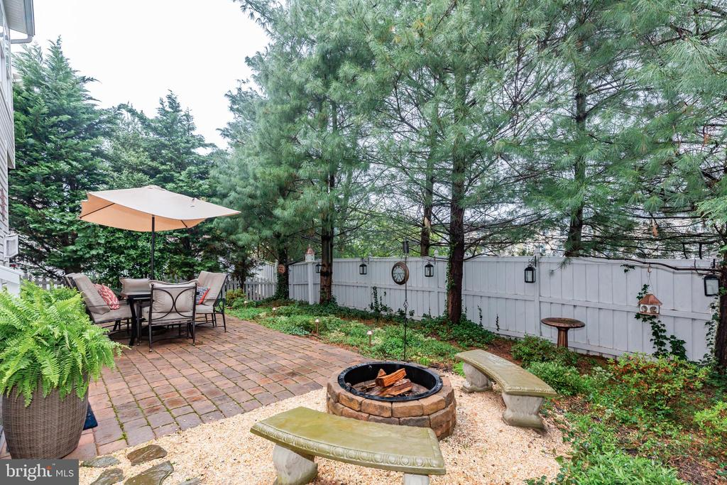 Private, off K  w fire-pit,  entertainer's delight - 21528 INMAN PARK PL, ASHBURN
