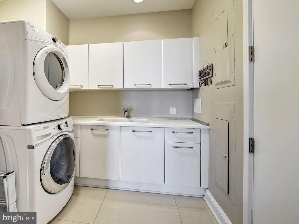 Laundry Room with Storage - 1881 N NASH ST #1902, ARLINGTON