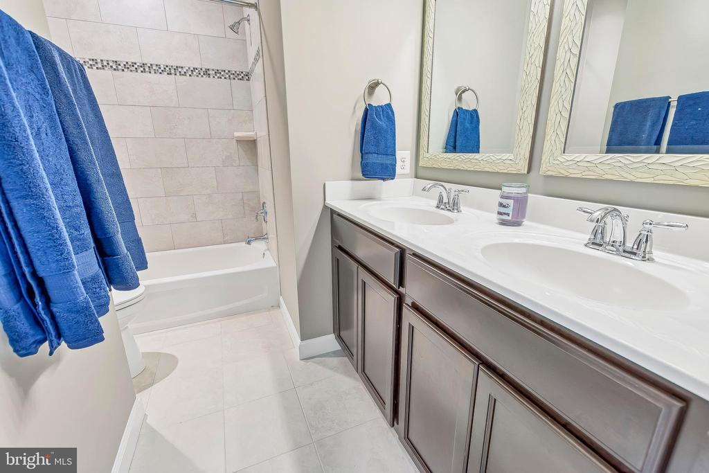 Hall bath with double sink and full bath/shower - 10407 DEL RAY CT, UPPER MARLBORO