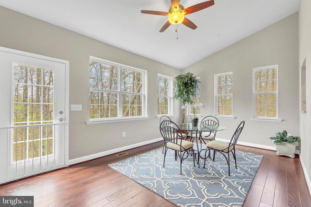 Opt. morning rm off ktchn area w/ vaulted ceiling - 10407 DEL RAY CT, UPPER MARLBORO
