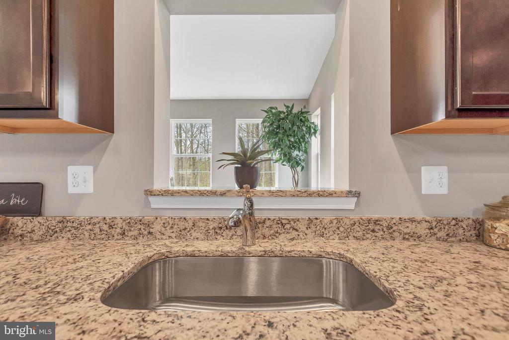 Standard sink, faucet, granite counters - 10407 DEL RAY CT, UPPER MARLBORO
