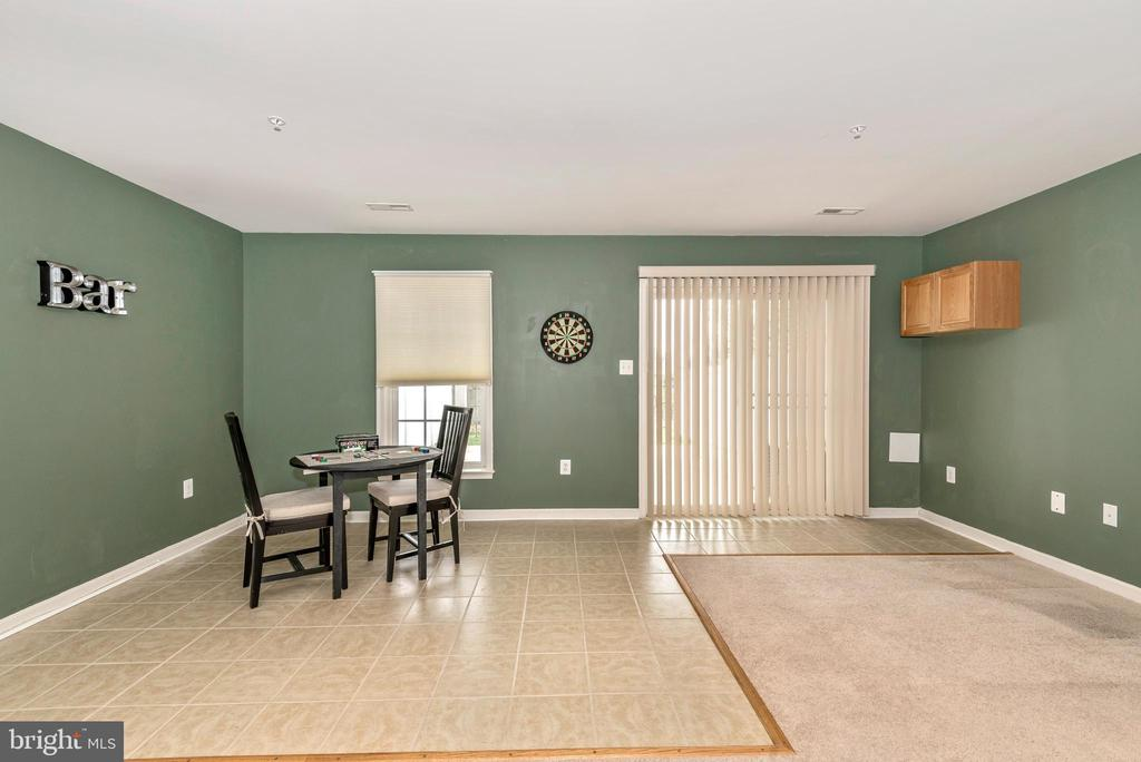 FULLY FINISHED REC ROOM W/ WALK OUT TO PATIO - 305 GREEN FERN CIR, BOONSBORO