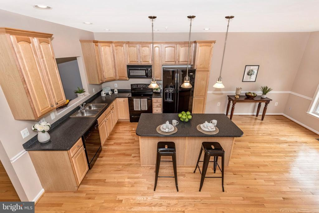 KITCHEN W/ ISLAND - 305 GREEN FERN CIR, BOONSBORO