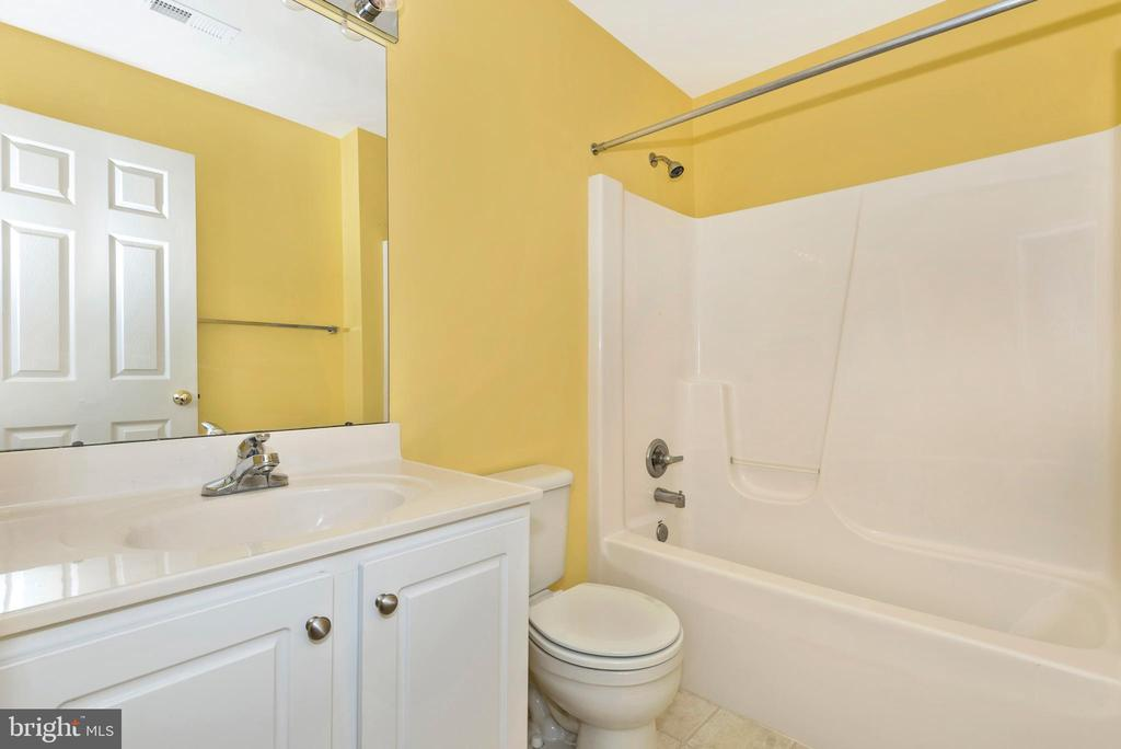 LOWER LEVEL FULL BATHROOM - 305 GREEN FERN CIR, BOONSBORO