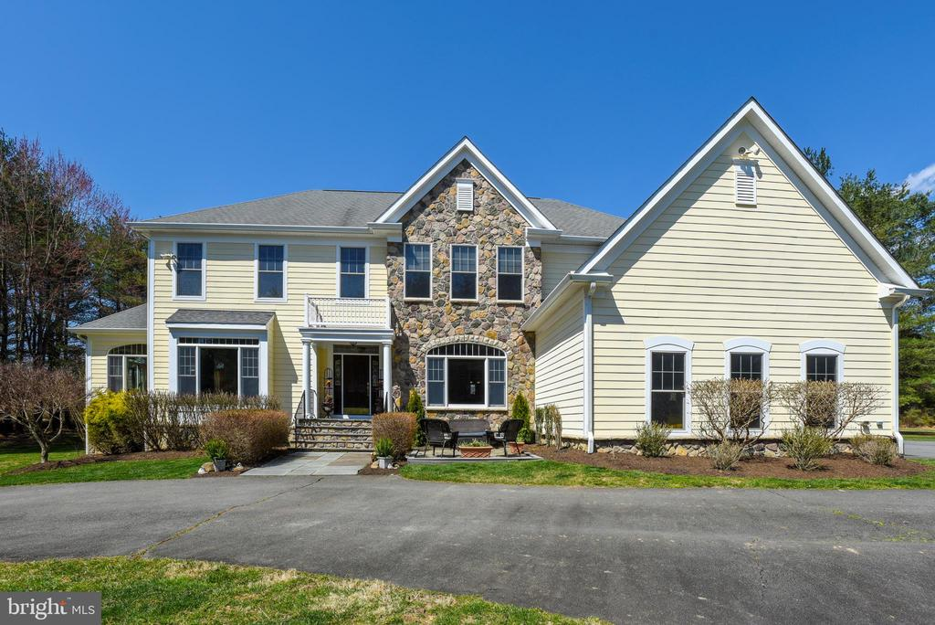 Original Owner Custom Beauty on 15 Acs! 7000+ SqFt - 15579 WOODGROVE RD, PURCELLVILLE