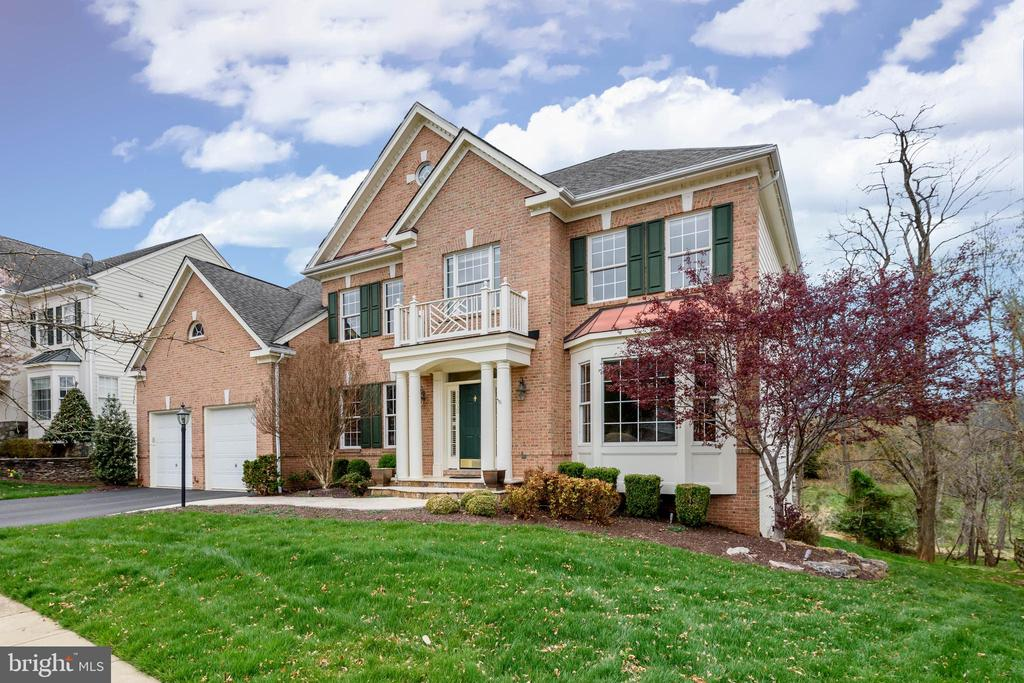 Welcome home! - 19030 COTON FARM CT, LEESBURG