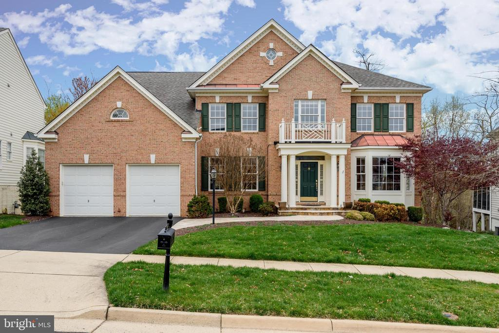 Beautiful curb appeal and hardscaping! - 19030 COTON FARM CT, LEESBURG