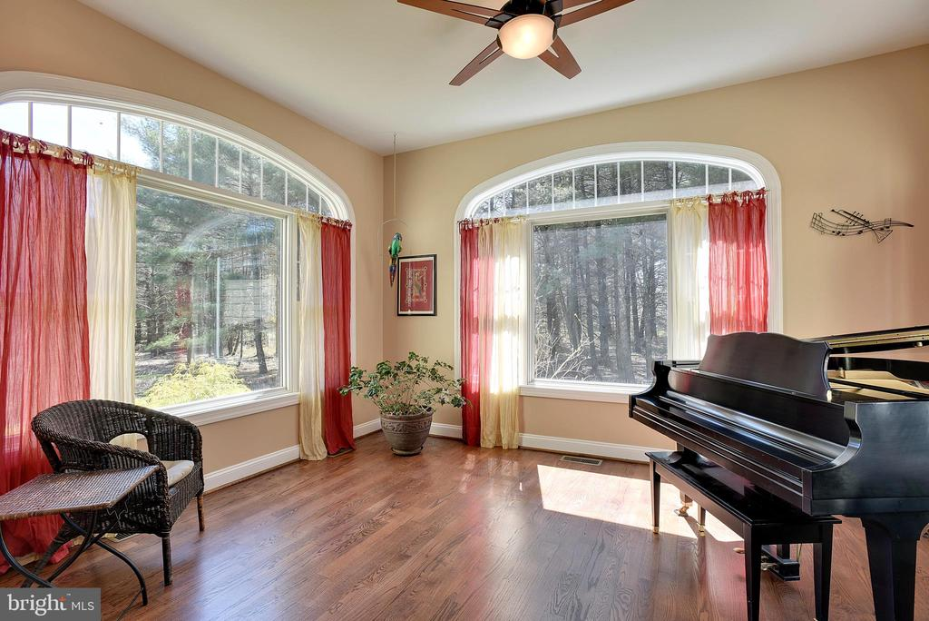 Light-Filled Sun Room with Ceiling Fan - 15579 WOODGROVE RD, PURCELLVILLE