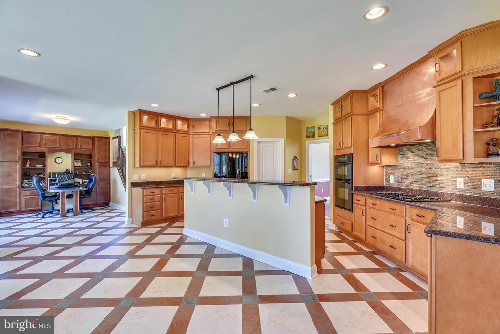 Fully Equipped Gourmet Kitchen with Prep Island - 15579 WOODGROVE RD, PURCELLVILLE