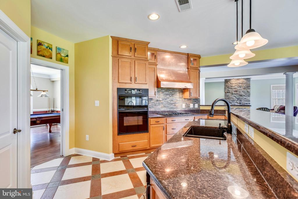 Granite C'Tops, Upgraded Appliances & Copper Hood - 15579 WOODGROVE RD, PURCELLVILLE