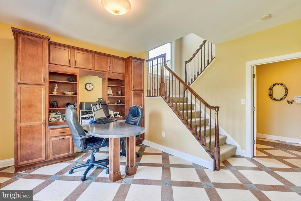 In-Home Work Space with Built-In Desk & Cabinets - 15579 WOODGROVE RD, PURCELLVILLE