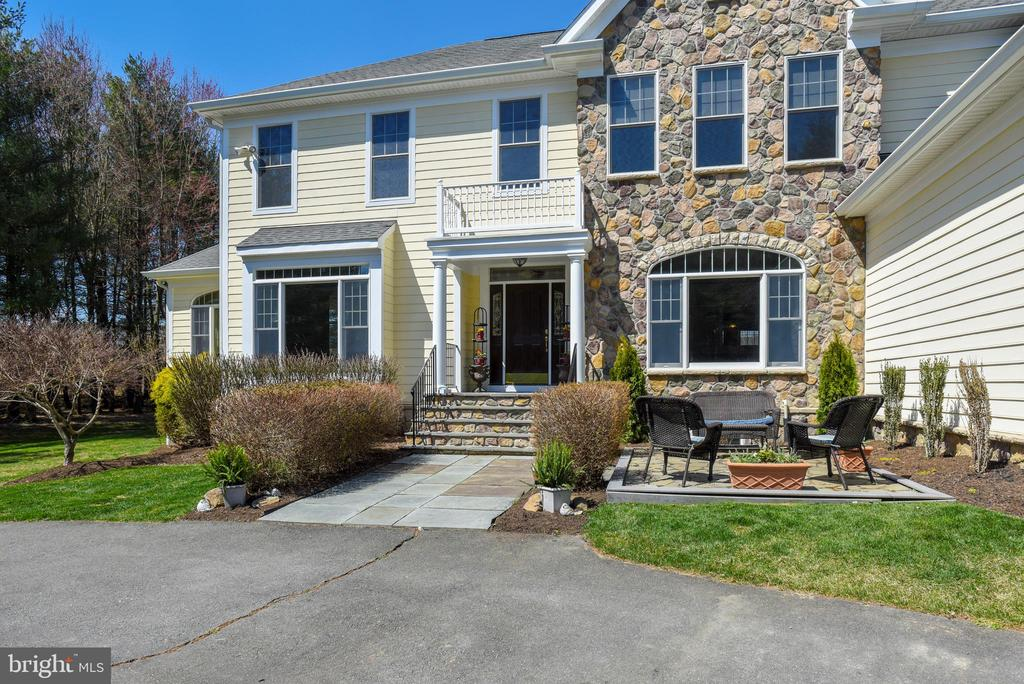 Easy Care Fieldstone & Hardiplank Exterior - 15579 WOODGROVE RD, PURCELLVILLE