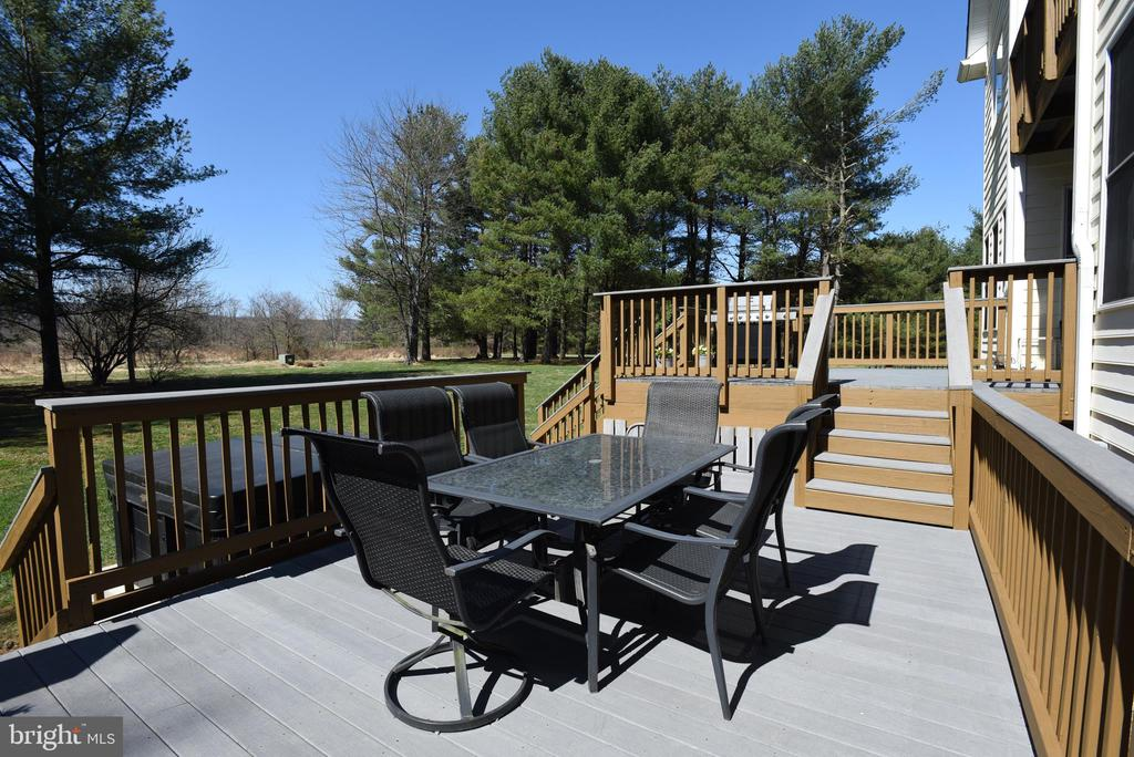 The Perfect Spot for Grilling, Dining & Relaxing! - 15579 WOODGROVE RD, PURCELLVILLE