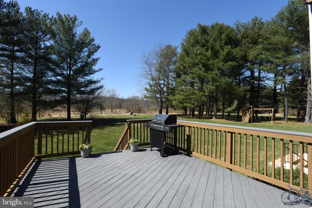 Deck off Main Level with Views & Back Yard Access - 15579 WOODGROVE RD, PURCELLVILLE