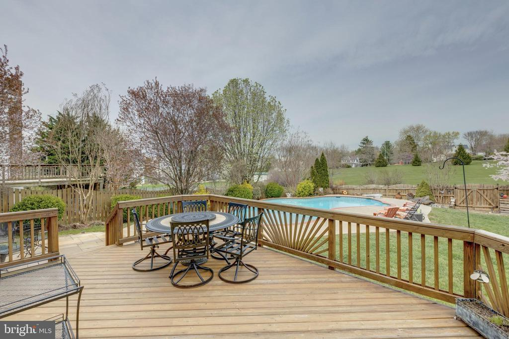 - 409 CROSMAN CT, PURCELLVILLE
