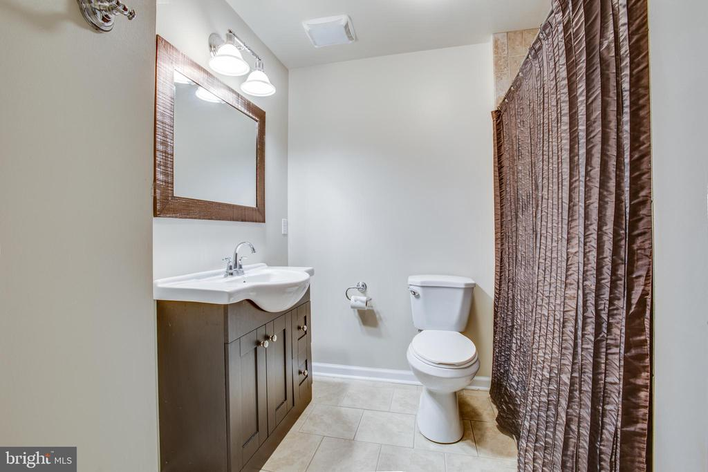 Full bath in basement - 78 TIMBERIDGE DR, FREDERICKSBURG