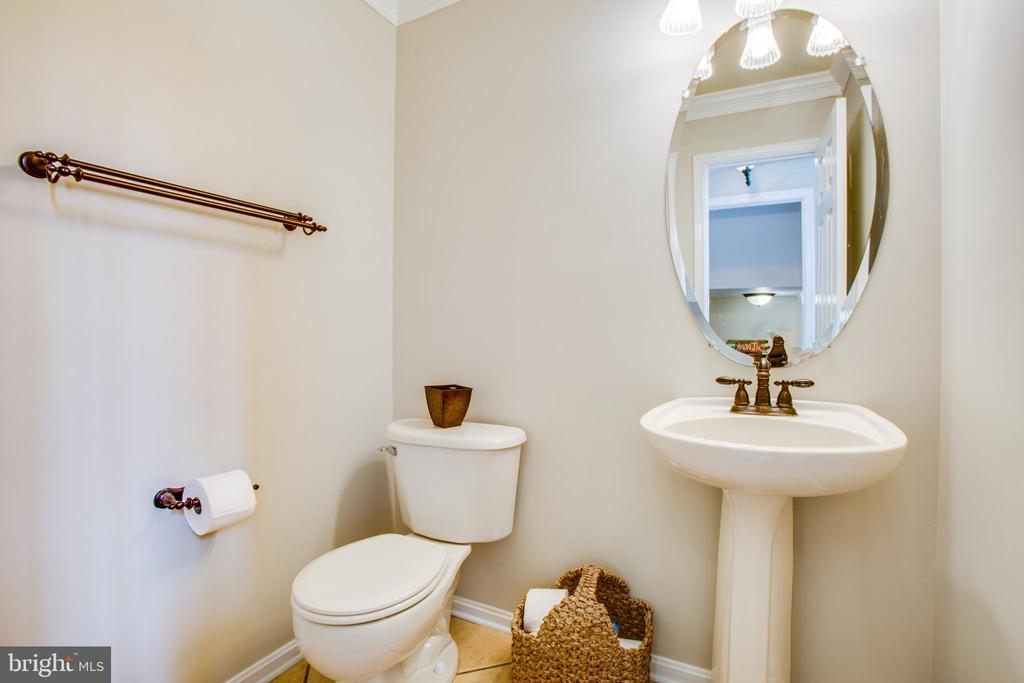 Half bath on main level - 78 TIMBERIDGE DR, FREDERICKSBURG