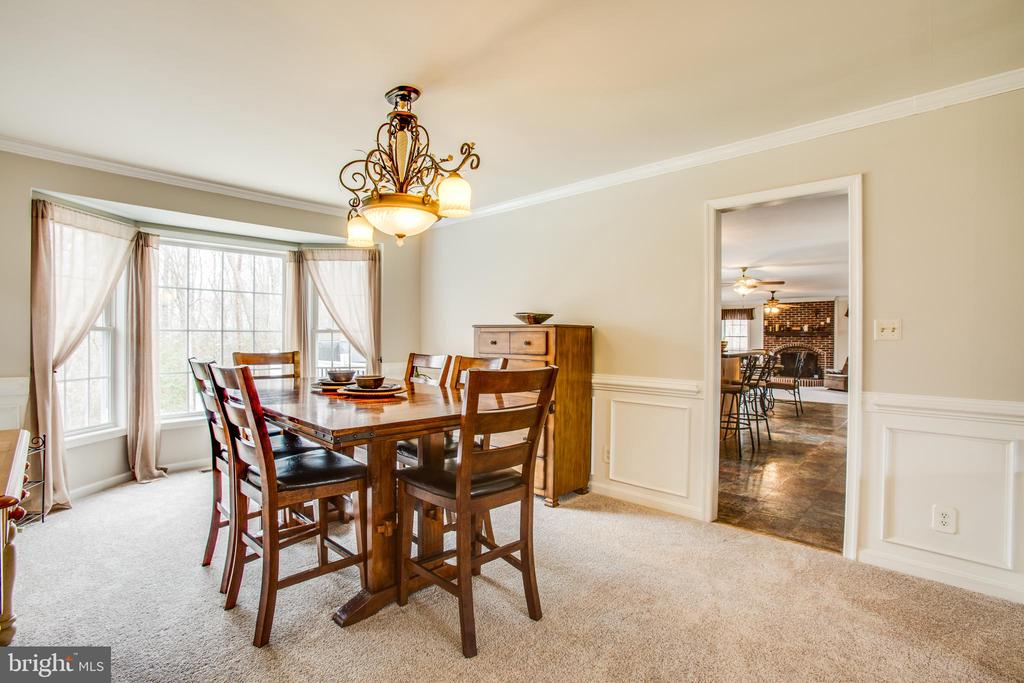 Dining room with bay window - 78 TIMBERIDGE DR, FREDERICKSBURG