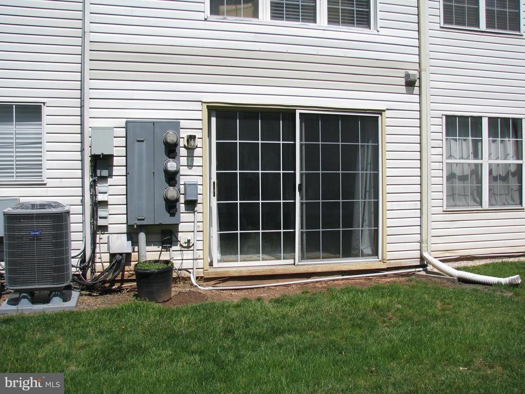 Sliding Glass Doors to Back Yard - 1136 HUNTMASTER TER NE #102, LEESBURG