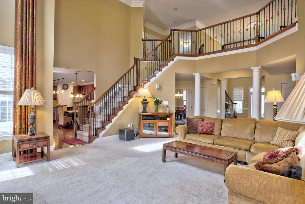 Cozy Family Room with Coffered ceiling - 4607 EXMOORE CT, UPPER MARLBORO