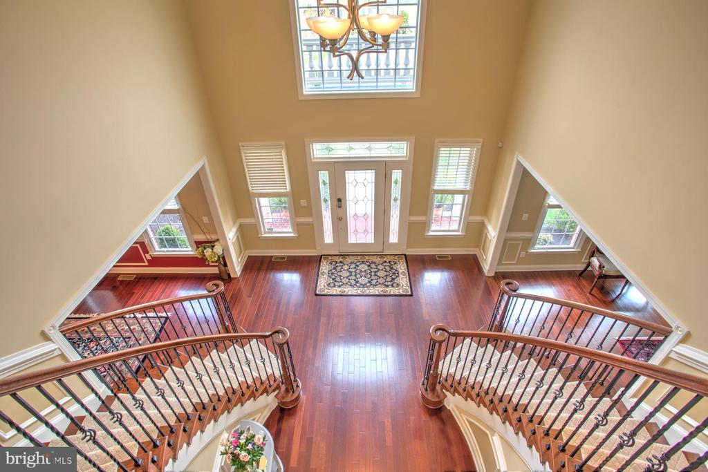 Stately Dual Staircase and 2 story Foyer - 4607 EXMOORE CT, UPPER MARLBORO