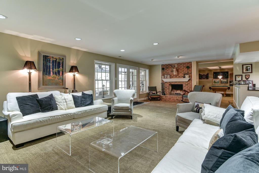 Expansive Lower Level Family Room - 106 FALCON RIDGE RD, GREAT FALLS