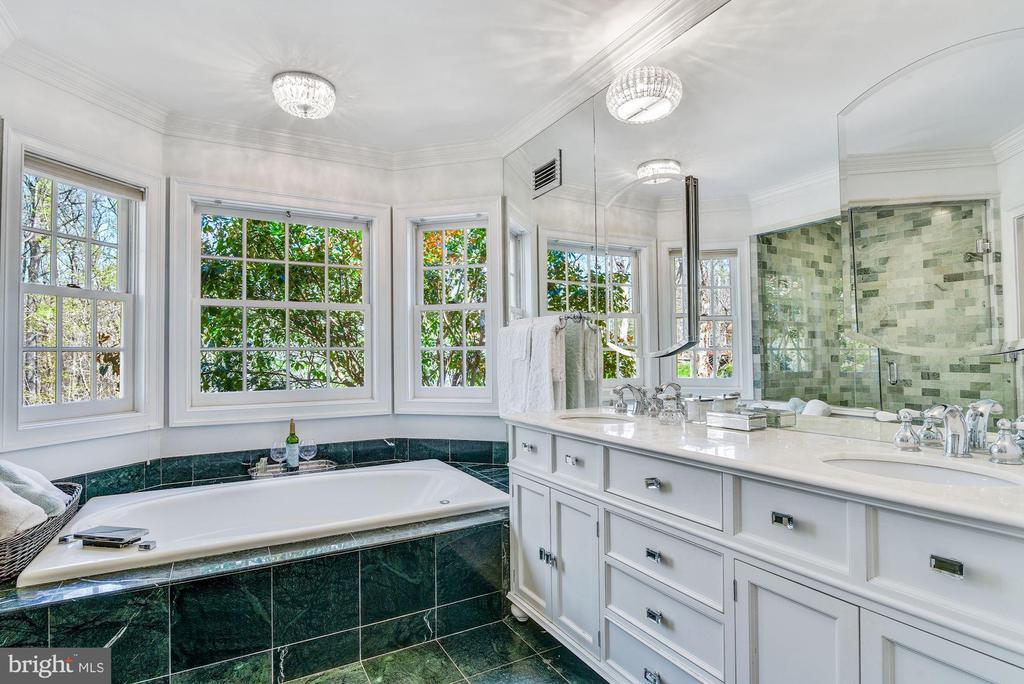 Master Bathroom - 106 FALCON RIDGE RD, GREAT FALLS