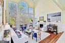 Stunning Family Room - 106 FALCON RIDGE RD, GREAT FALLS