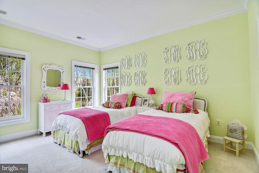 Bright Bedroom - 106 FALCON RIDGE RD, GREAT FALLS