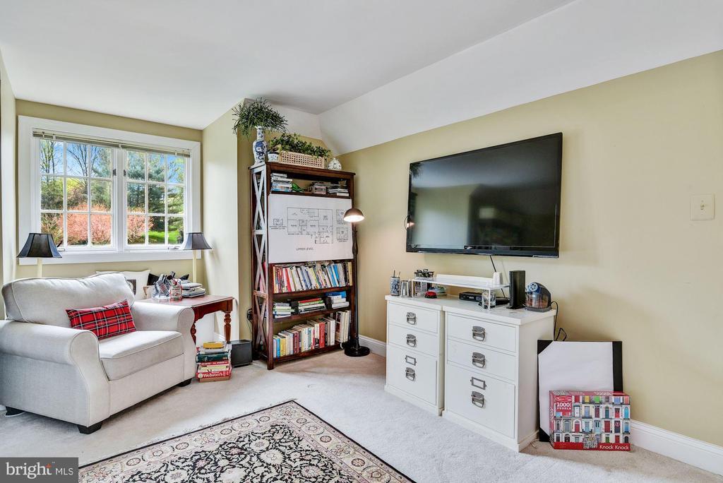 Nanny/ Granny Suite w Private Ent - 106 FALCON RIDGE RD, GREAT FALLS