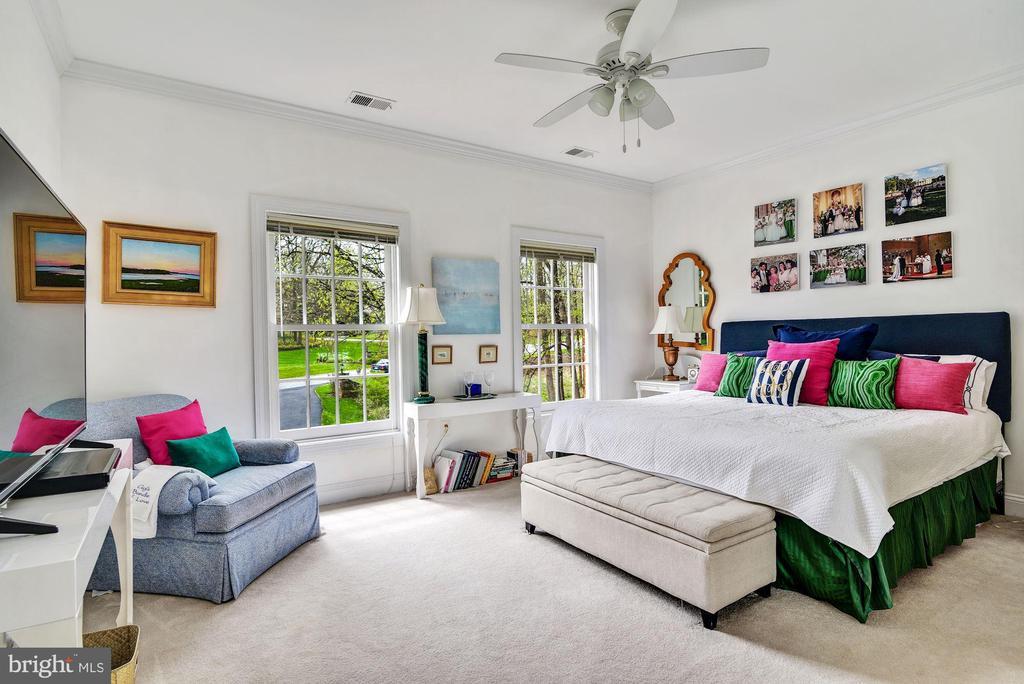 Bedroom with En Suite Bathroom - 106 FALCON RIDGE RD, GREAT FALLS