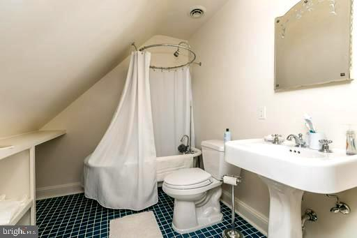 3RD FLOOR BATH, TUB/SHOWER - 1009 WINDING WAY, BALTIMORE